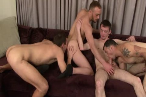 Four gracious muscular males enjoy Blowjobs